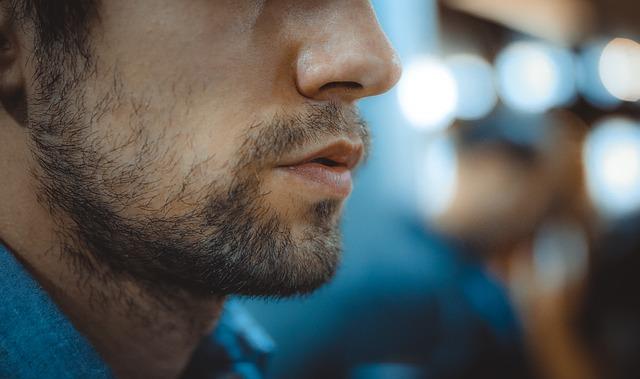visage d'un homme qui respire