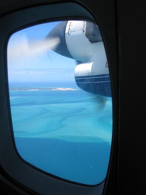 belle vur par le hublot d'un avion